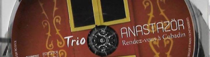 L'etiquette de la pochette d'album rendez-vous à cobadin du trio anastazör